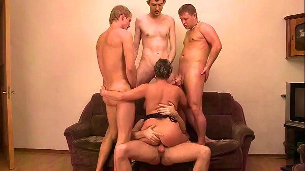 Porno Gangbang Com Quatro Rapazes Fudendo Uma Coroa Safada