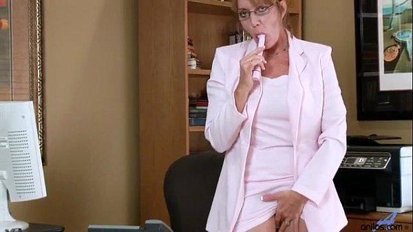 Porno com a tia safada se masturbando no hoário de trabalho