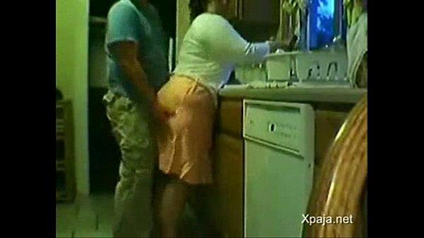 Genro Comendo A Sogra Carente Na Cozinha