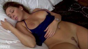 Sexo real enteado tarado abusou da madrasta gostosa que estava dormino