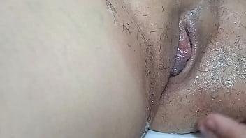 Velha de 75 anos recebendo massagem e pica do tarado