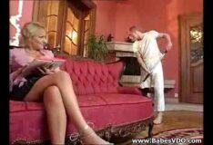 Rio relax chupando o pau do empregado na mansão