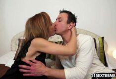 Porno nacional coroa sendo fodida bem gostosa no sexo