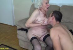 Sexo com coroas 89 anos metendo bem gostoso