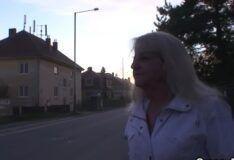 Sexo grátis com velha de 70 anos no ponto de ônibus