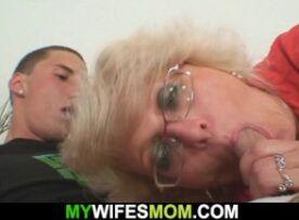 Ninfeta coroa da tia transando com o sobrinho de quatro